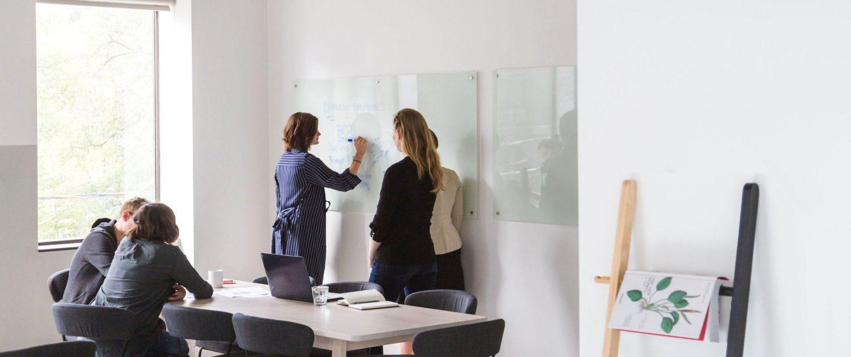 XUNDWORKEN Home - Arbeiten mit mehr Erfolg - Teamarbeit am Whiteboard